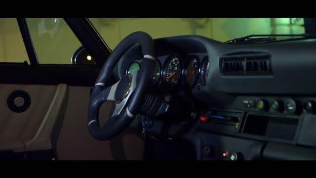 vidéos et rushes de porsche 911 - dashboard - intérieur de véhicule