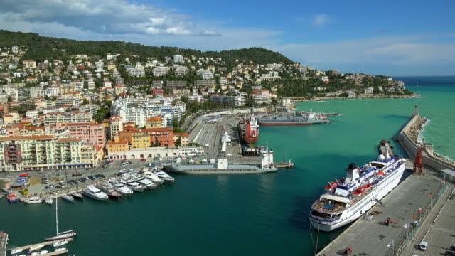 port and cityscape - 停泊する点の映像素材/bロール