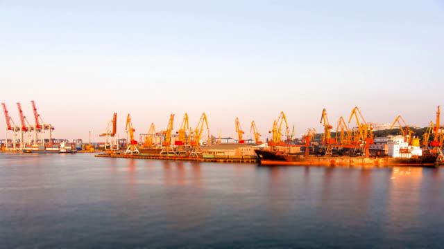 vídeos y material grabado en eventos de stock de puerto en la noche, lapso de tiempo de cambio de inclinación - tilt shift