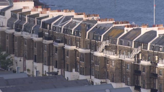 vídeos y material grabado en eventos de stock de kent dover ext dover castle / houses / traffic along at port / ferry along / sea wall / flats - embarcación de pasajeros