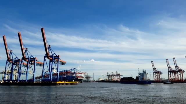 port of hamburg's container terminal - costruttore navale video stock e b–roll