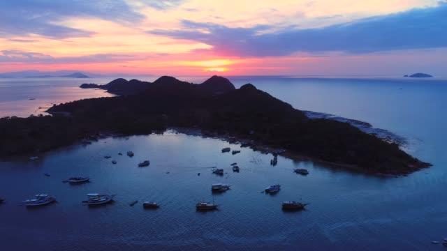 port of labuan bajo, komodo, indonesia. - フロレス点の映像素材/bロール