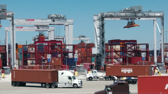 port of los angeles - cargo container stock videos & royalty-free footage