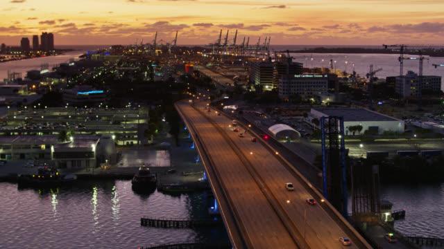 vídeos y material grabado en eventos de stock de port of miami at sunrise - drone shot - bahía de biscayne