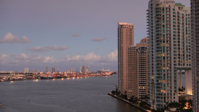 vídeos de stock, filmes e b-roll de vista para o porto de miami - porto distrito