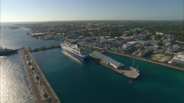 vídeos y material grabado en eventos de stock de aerial port of nassau and the city of nassau, bahamas - nassau
