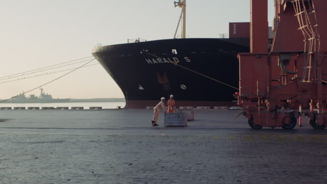 vídeos y material grabado en eventos de stock de port of salalah, oman - omán
