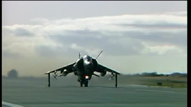 port stanley: harrier jet along runway - atlantikinseln stock-videos und b-roll-filmmaterial