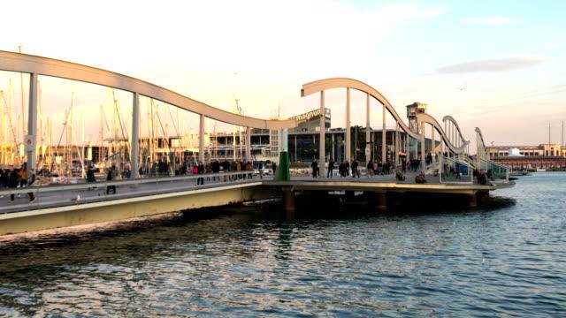 vídeos de stock e filmes b-roll de port vell in barcelona - porto de barcelona