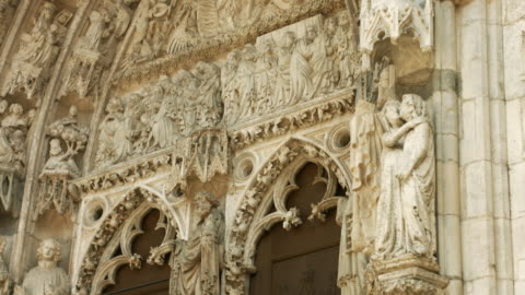 tu portal of the gothique regensburg cathedral (4k/uhd to full hd) - fronton bildbanksvideor och videomaterial från bakom kulisserna