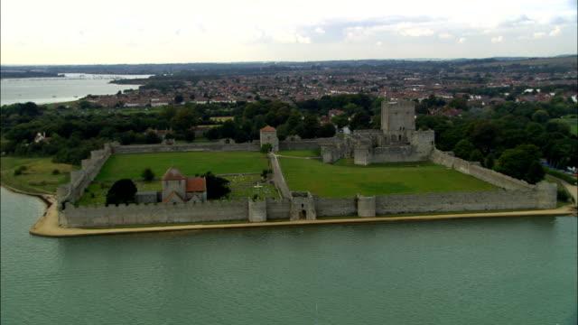 ポートチェスター 城航空写真イングランド、ニューハンプシャー、fareham 地区、イギリス - ポーチェスター点の映像素材/bロール