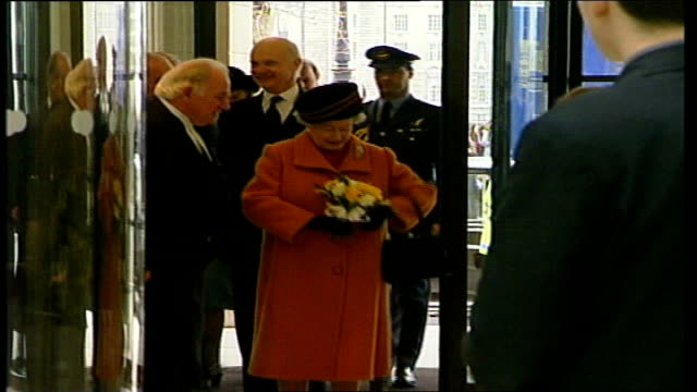 portcullis house opened by queen england london westminster portcullis house ext two policeman standing guard outside portcullis house / stewards... - war in afghanistan: 2001 present stock-videos und b-roll-filmmaterial