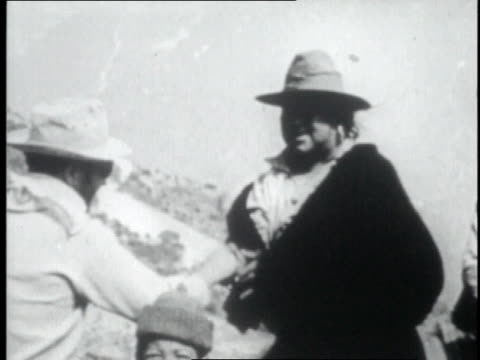 porters gather in circle / mountaineer shaking porter's hands / porter hiking away - tenzing norgay stock videos & royalty-free footage