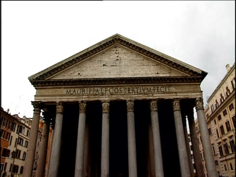 portico of pantheon with inscription which translates as - architrav stock-videos und b-roll-filmmaterial