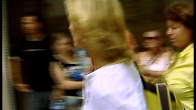 portimao: ext kate mccann arriving at police station for questioning, along through press scrum tx 7.9.2007 gerry mccann out of car and towards... - disappearance of madeleine mccann stock videos & royalty-free footage