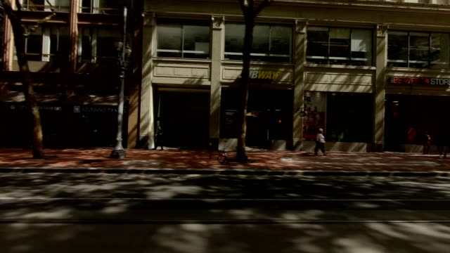 portland city xii synced series right view driving process plate - pioneer square portland stock videos & royalty-free footage