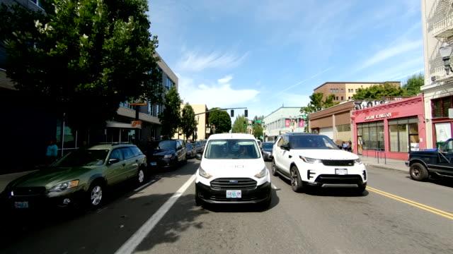 ポートランドダウンタウンタイムラプスリアビューオレゴン高速ドライブ - portland oregon点の映像素材/bロール