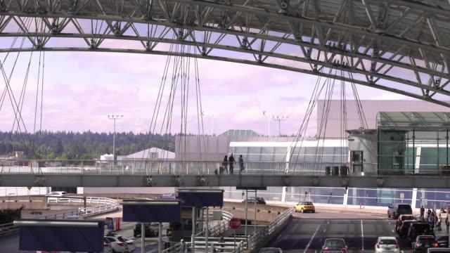 portland international airport - portland oregon stock-videos und b-roll-filmmaterial