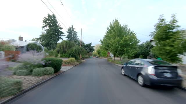 vidéos et rushes de portland northeast time lapse vue arrière oregon conduite à travers rapide - portland oregon