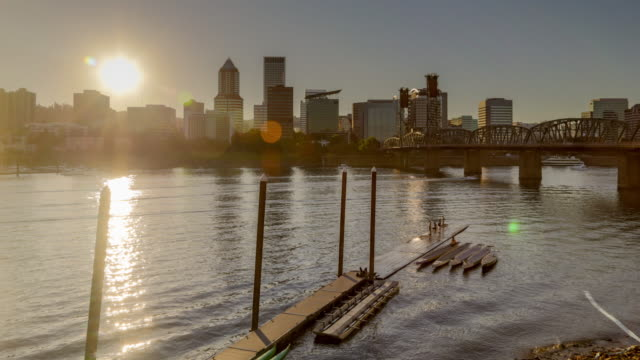 portland skyline and river sunset timelapse - portland oregon点の映像素材/bロール