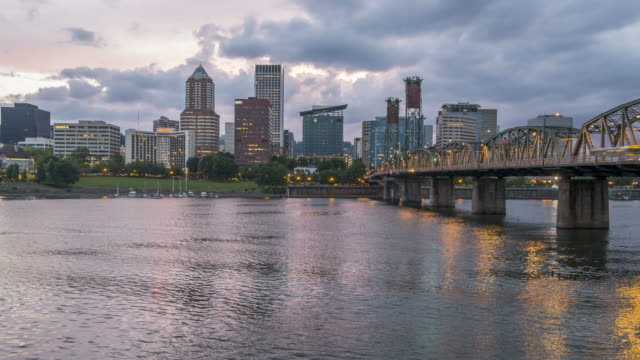 portland skyline - portland oregon video stock e b–roll