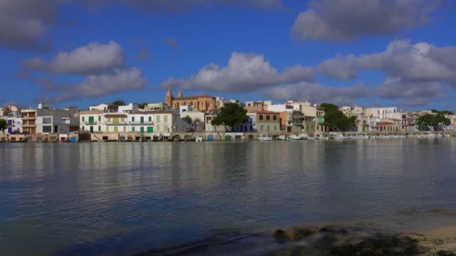 vídeos de stock e filmes b-roll de porto colom, majorca, balearic islands, spain - aldeia de pescador