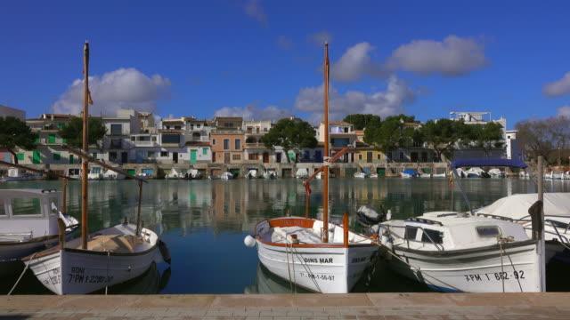 vídeos de stock e filmes b-roll de porto colom, majorca, balearic islands, spain - navio pesqueiro