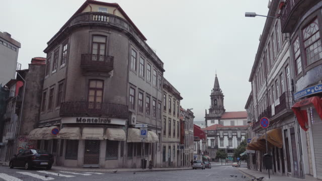 4k | porto portugal oldtown at early morning. empty streets with the torre dos clerigos tower and church at the end of the slope - scooter stock videos & royalty-free footage