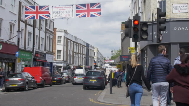 portobello road establishing shot. famous street market area of london. - kensington und chelsea stock-videos und b-roll-filmmaterial