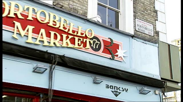 vídeos de stock e filmes b-roll de portobello robberies gang jailed england london portobello market ext 'portobello road' sign pull out shop front 'portobello market ' people along... - portobello