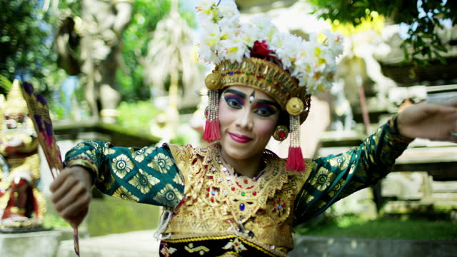 portrait balinese female traditional dress artistic dancer indonesia - headdress stock videos & royalty-free footage