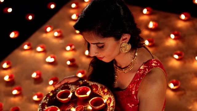 portrait of a adult woman celebrating diwali festival, delhi, india - 盆点の映像素材/bロール