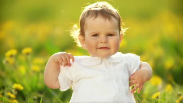 vídeos y material grabado en eventos de stock de hd cámara lenta: retrato de un niño - sólo bebés