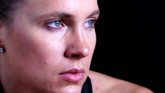 Porträt von einem schönen kaukasischen Frau Athleten