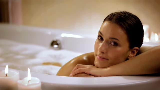 HD: Porträt einer schönen Frau In Blase -