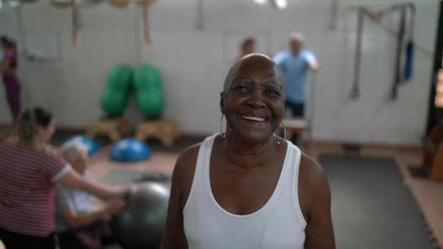 portrait of a black senior woman at physiotherapy clinic - chiropractic adjustment stock videos & royalty-free footage