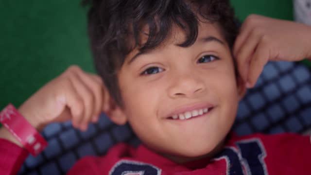 vídeos y material grabado en eventos de stock de cu portrait of a bright-eyed preschool boy lying on the floor - escuela preescolar