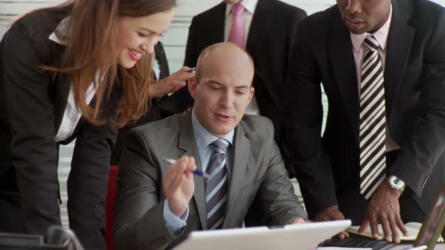 hd: porträt eines business team - krawatte stock-videos und b-roll-filmmaterial