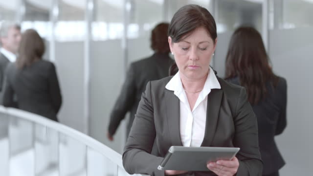 DS Portrait of a business woman with tablet in hallway