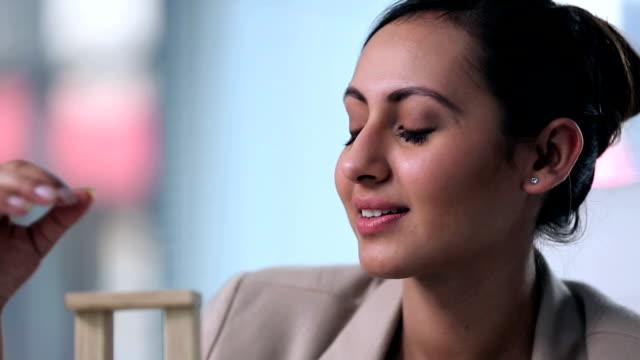 vídeos y material grabado en eventos de stock de portrait of a businesswoman making building blocks, delhi, india - arquitecta