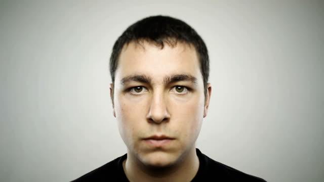Portrait d'un jeune homme Caucasien real