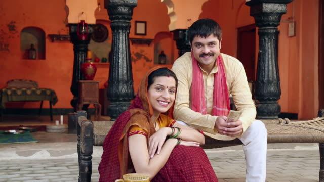 vídeos y material grabado en eventos de stock de portrait of a couple smiling, delhi, india - pareja de mediana edad