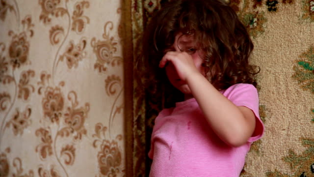 portrait of a crying little girl - innocenza video stock e b–roll