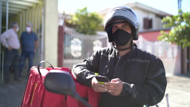 portrait of a delivery man with face mask at street - delivering stock videos & royalty-free footage
