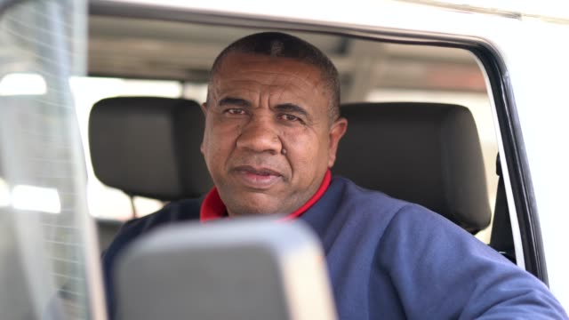 ドライバーの肖像画 - トラック運転手点の映像素材/bロール