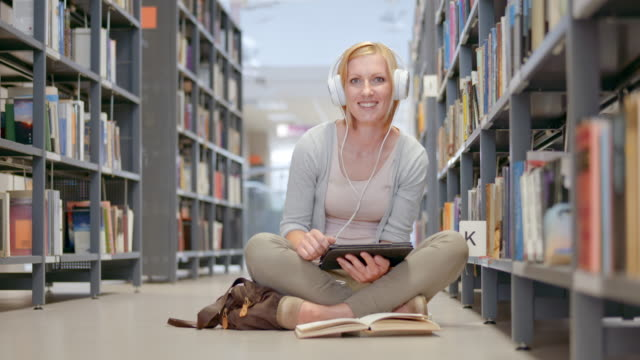 DS Portrait of a female student holding a tablet in the library