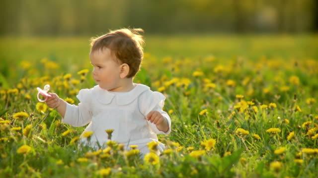 hd: portrait of a happy child - endast en flickbaby bildbanksvideor och videomaterial från bakom kulisserna