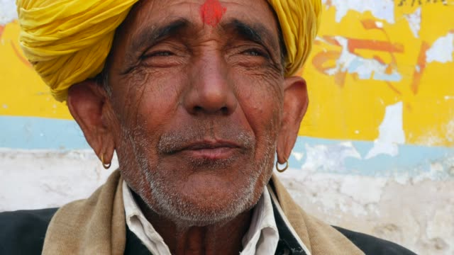 portrait of a indian senior man - turban stock videos & royalty-free footage