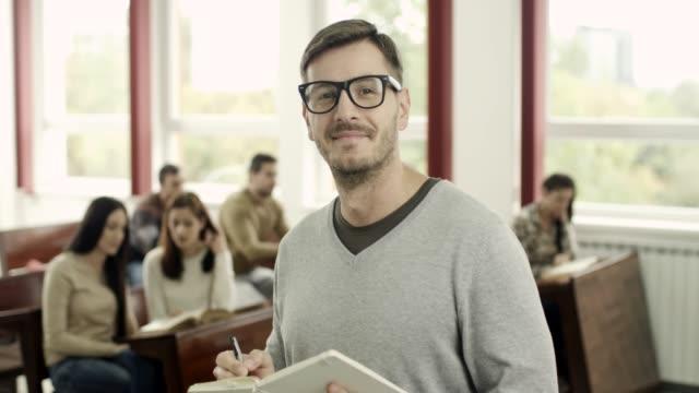 Retrato de un estudiante masculino