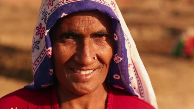 portrait of a mature woman smiling, ballabhgarh, haryana, india - 民族衣装点の映像素材/bロール